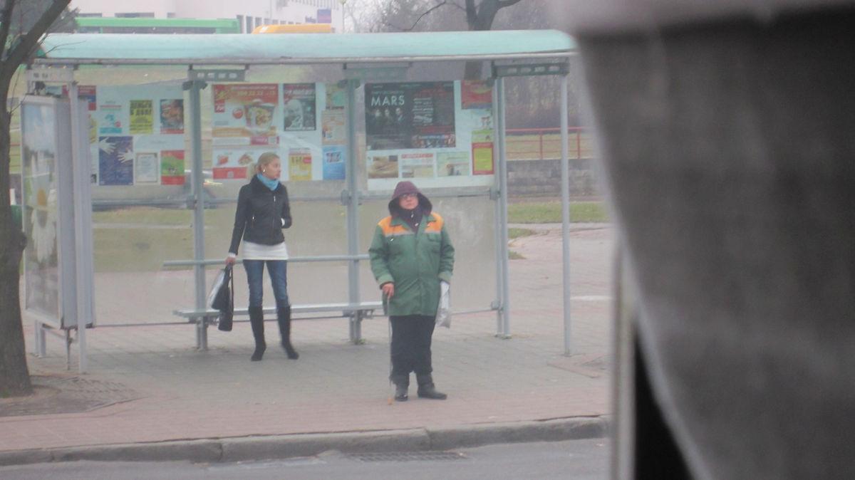 В городе не так много рекламы, нет заклееных бумажками автобусных павильонов.