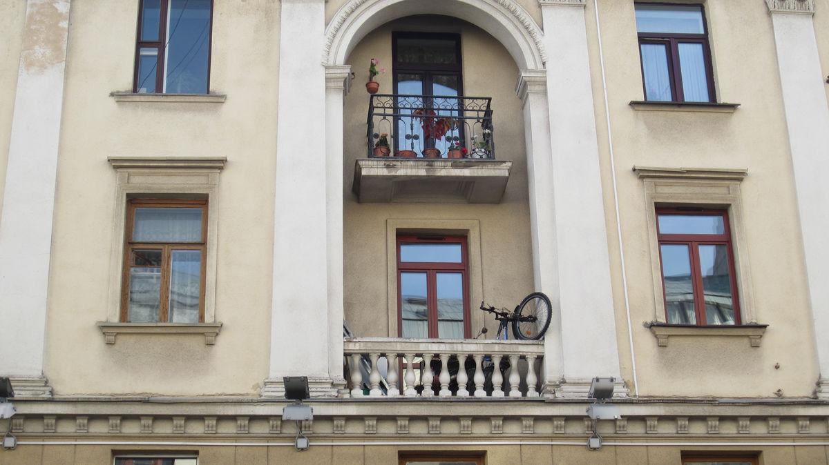 Велосипеды в городе встречаются, но не так часто как в Москве.